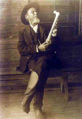 Berühmtes Foto von Dr. Andrew Taylor Still mit einem Knochen